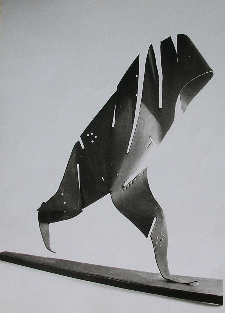 une sculpture métallique intitulée le Fellah
